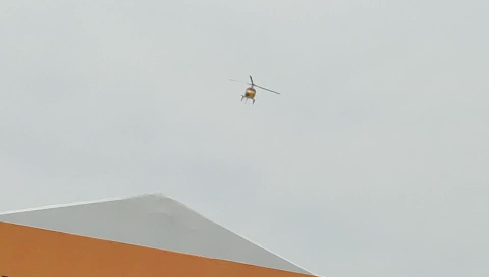 安保直升机空中待命