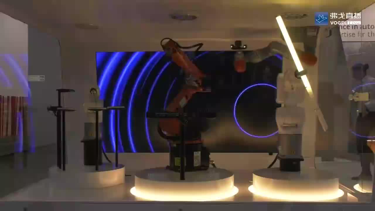 展会现场的机器人尽情释放工作热情!