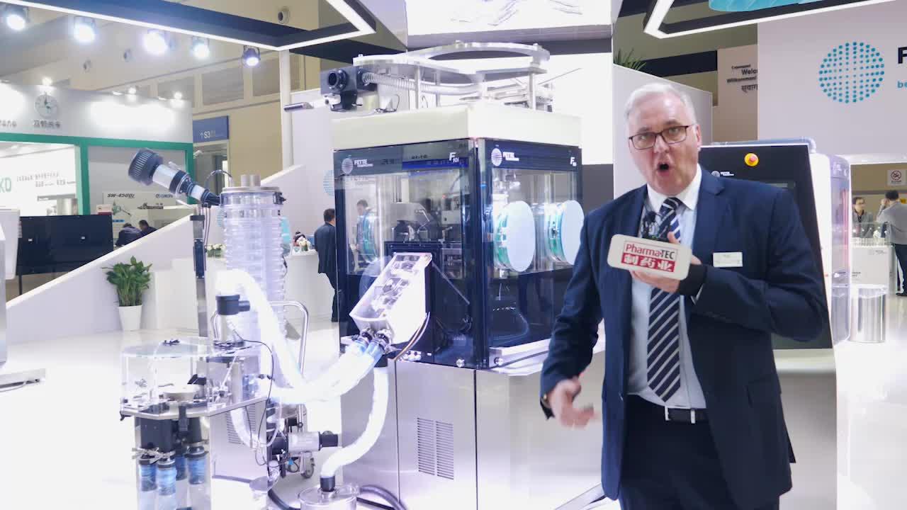 菲特(中国)制药科技有限公司总经理安睿史博士对展台进行整体介绍