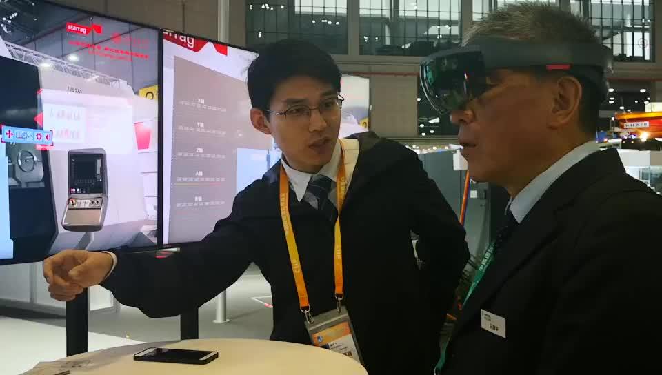 【有意思的精彩小视频】冯总编体验机床VR技术,斯达拉格和交通大学合作实验室
